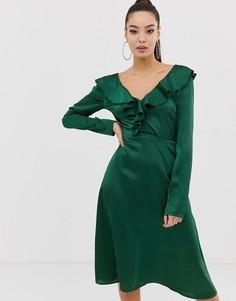 Зеленое атласное платье миди с оборками и V-образным вырезом Missguided - Зеленый