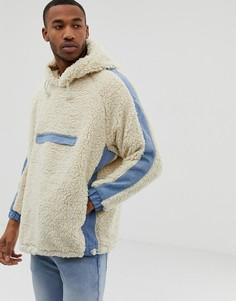 Худи из искусственного меха бежевого цвета с карманом спереди и джинсовой отделкой Bershka - Бежевый
