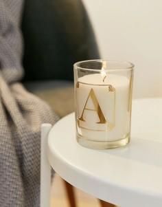 Свеча с ароматом мимозы и принтом буквы A Candlelight - Белый