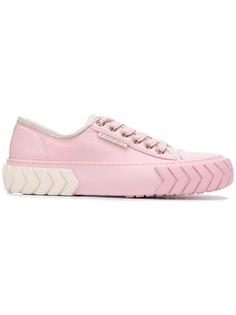 Both кроссовки на шнуровке