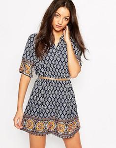 Платье с поясом и плиточным принтом Yumi - Темно-синий