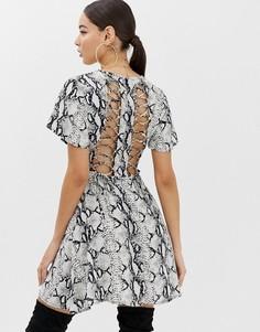 Чайное платье со шнуровкой сзади и змеиным принтом Boohoo - Мульти