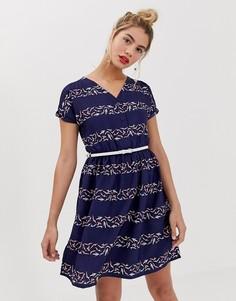 Короткое приталенное платье в полоску с поясом Yumi - Мульти