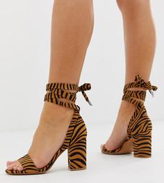 Босоножки на блочном каблуке с завязками и тигровым принтом для широкой стопы ASOS DESIGN Howling - Мульти