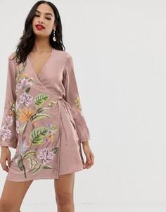 Атласное платье-кимоно мини с цветочной вышивкой и кисточками ASOS DESIGN - Розовый