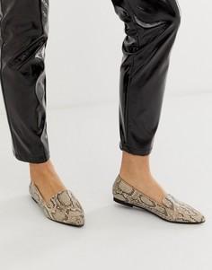 Туфли на плоской подошве с острым носком и змеиным принтом River Island - Серый