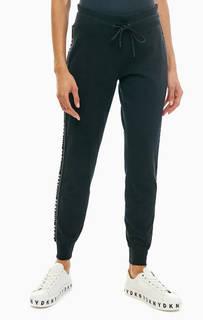 Хлопковые брюки джоггеры с монограммой бренда Dkny