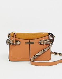 Светло-коричневая сумка через плечо с пряжками River Island - Рыжий