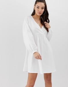 Свободное платье мини с запахом и длинными рукавами ASOS DESIGN - Белый