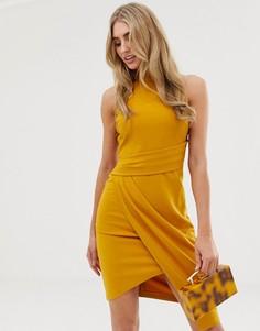 Облегающее платье горчичного цвета с бретелью через шею Lipsy - Желтый