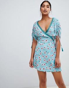 Платье мини с запахом и цветочным принтом Liquorish - Синий
