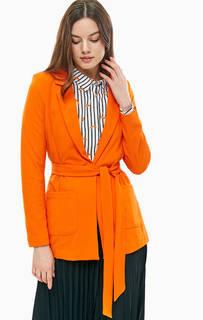 Пиджак оранжевого цвета с застежкой на пуговицу B.Young
