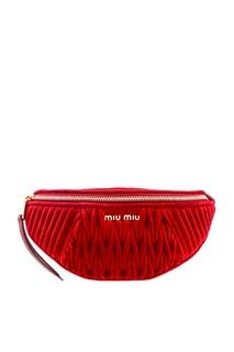 Красная бархатная сумка на пояс Miu Miu