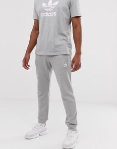 Серые джоггеры с вышитым логотипом adidas Originals - Серый