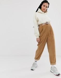 Коричневые вельветовые суженные книзу джинсы с фигурными швами, узором в ромбик и пластиковым ремнем ASOS DESIGN - Коричневый