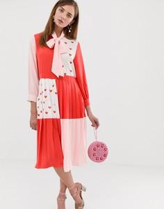Платье миди в стиле колор блок с завязкой на бант и принтом сердец Sister Jane - Красный