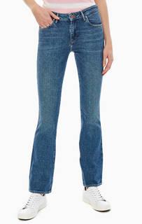 Синие джинсы с карманами и заломами Bootcut Wrangler