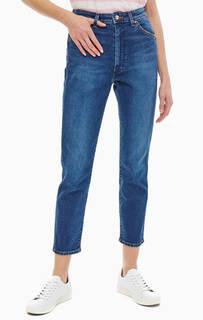 Зауженные джинсы с заломами и потертостями Wrangler