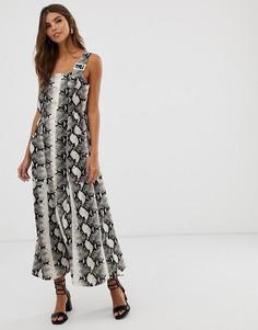 Платье-комбинезон макси с пряжками и змеиным принтом ASOS DESIGN - Мульти