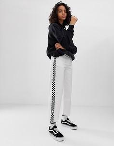 Белые брюки с широкими штанинами и отделкой кантом с принтом в шахматную клетку Vans - Белый