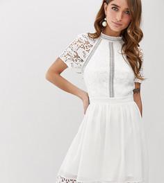 Белое короткое приталенное платье с кружевом Chi Chi London Petite - Белый