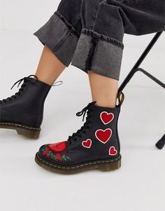 Черные высокие ботинки из кожи с вышитыми сердечками Dr Martens 1460 Pascal - Черный