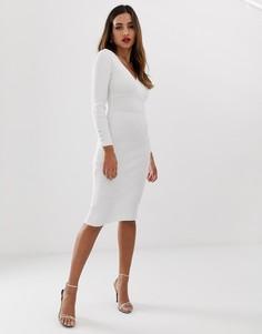 Белое трикотажное платье миди с глубоким вырезом Lipsy - Белый