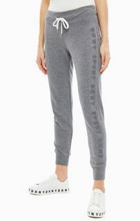 Серые брюки джоггеры с логотипом бренда Dkny