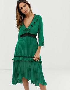 Плиссированное платье миди с контрастными кружевными вставками и оборками Liquorish - Зеленый
