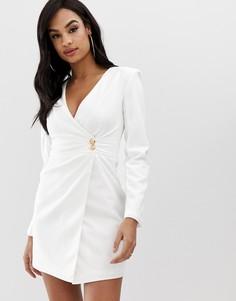 Креповое платье с запахом и пуговицами Club L - Белый