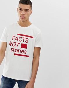 Белая футболка с надписью facts not stories Nudie Jeans Co Anders - Белый