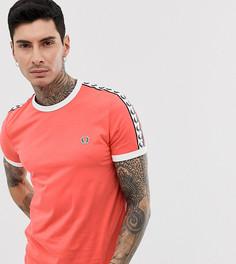 Розовая футболка с лентой Fred Perry эксклюзивно для ASOS - Розовый