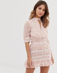 Платье мини с цветочной вышивкой Stevie May Byrdie - Розовый