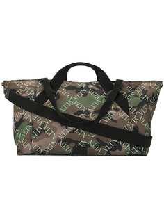 Valentino камуфляжная дорожная сумка с монограммным принтом