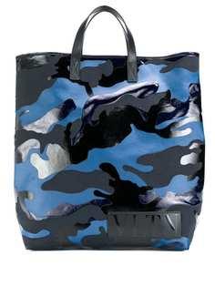 Valentino сумка-тоут Valentino Garavani VLTN с камуфляжным принтом