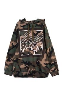 Камуфляжное худи с розовыми логотипами Valentino
