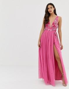 Розовое платье макси с глубоким вырезом, 3D аппликацией и разрезом Dolly & Delicious - Розовый