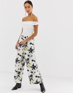 Широкие брюки с цветочным принтом Monki - Мульти