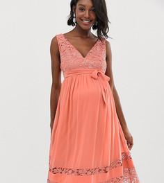 Короткое приталенное платье для выпускного с контрастным кружевом Little Mistress Maternity - Розовый