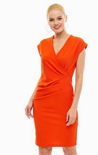 Красное платье с драпировкой на талии B.Young