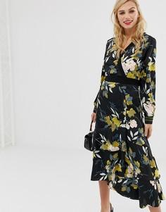 Платье миди с цветочным принтом, запахом и ярусной юбкой Liquorish - Мульти