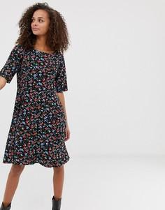 Чайное платье с высоким воротником b.Young - Мульти