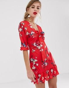Красное короткое приталенное платье с цветочным принтом и завязкой Parisian - Красный