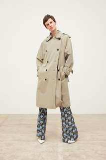 Двубортный тренч из непромокаемой ткани с пуговицами Zara