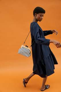 Сумка с плечевым ремнем и деревянной застежкой Zara