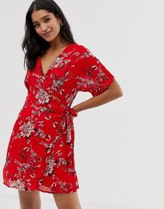 Платье мини с запахом и цветочным принтом Liquorish - Красный