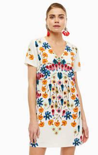 Платье Короткое платье с треугольным вырезом Desigual