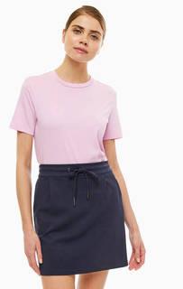 Футболка Однотонная футболка из плотного хлопка розового цвета. Простой классический крой, широкий круглый вырез, короткие рукава. Selected