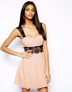 Короткое приталенное платье с кружевом Elise Ryan - Розовый