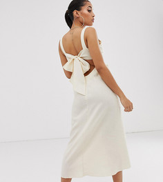 Льняное платье макси на бретельках с перекрученной отделкой спереди и вырезом сзади ASOS DESIGN Petite - Бежевый